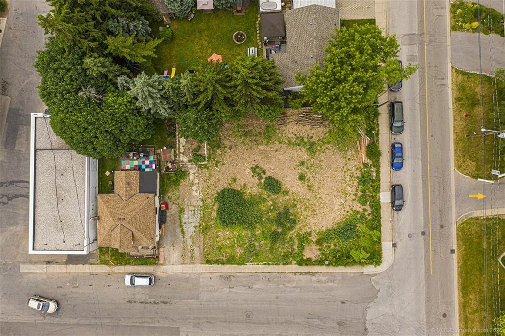 Photo of: MLS# H4090743 4 Thorpe Street, Dundas |ListingID=2638