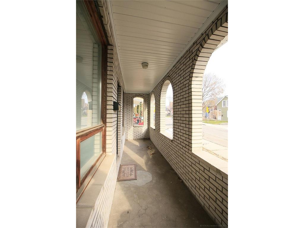 393 Catharine Street N  - Front Porch