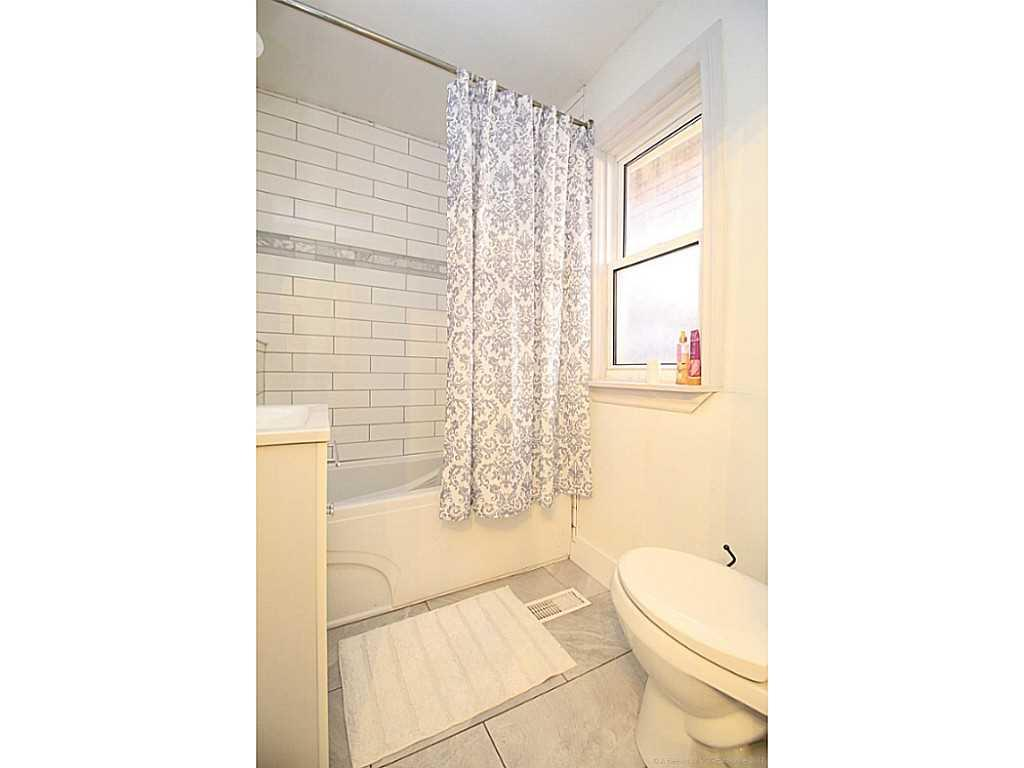 76 Gibson Avenue - Bathroom.