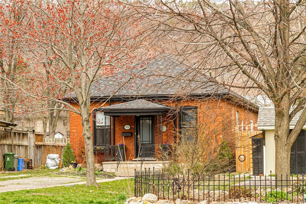 Photo of: MLS# H4103278 275 Hatt Street, Dundas