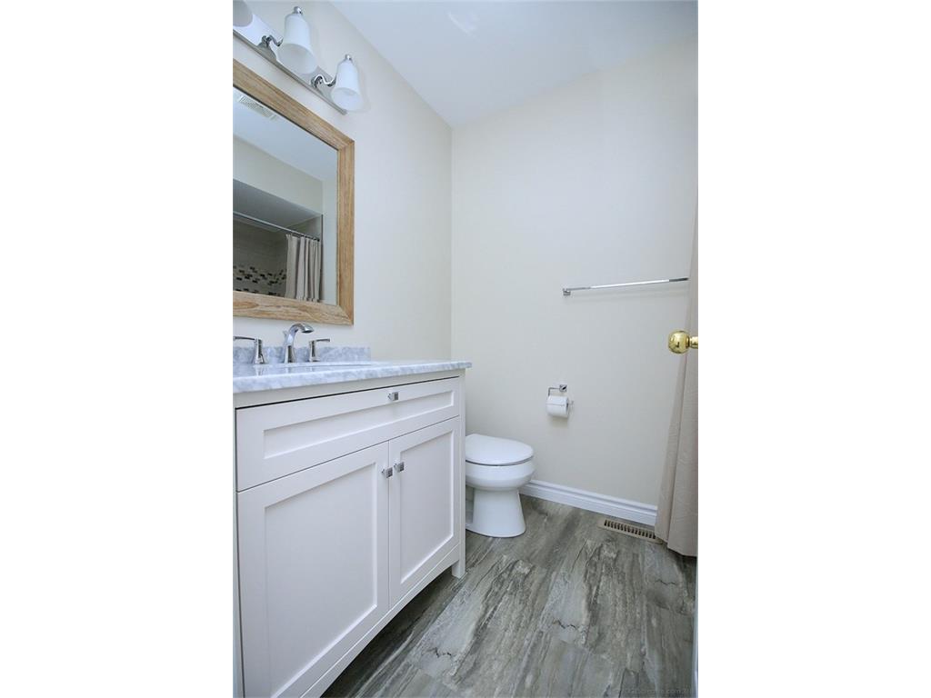 90 Huntingwood Avenue - Bathroom