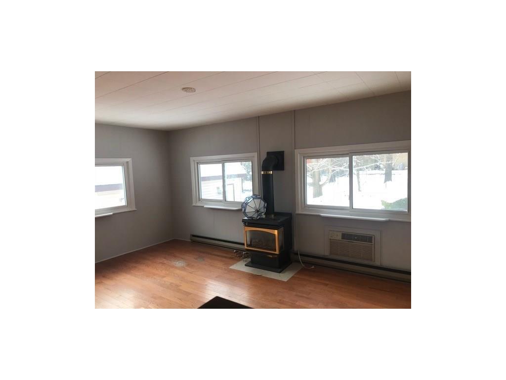 22 Tweedsmuir Avenue - Family Room