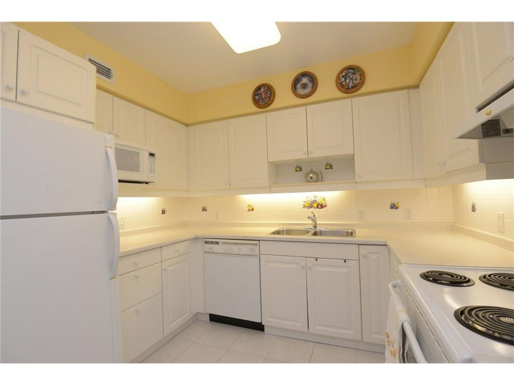 404-77 Governor's Road - Kitchen