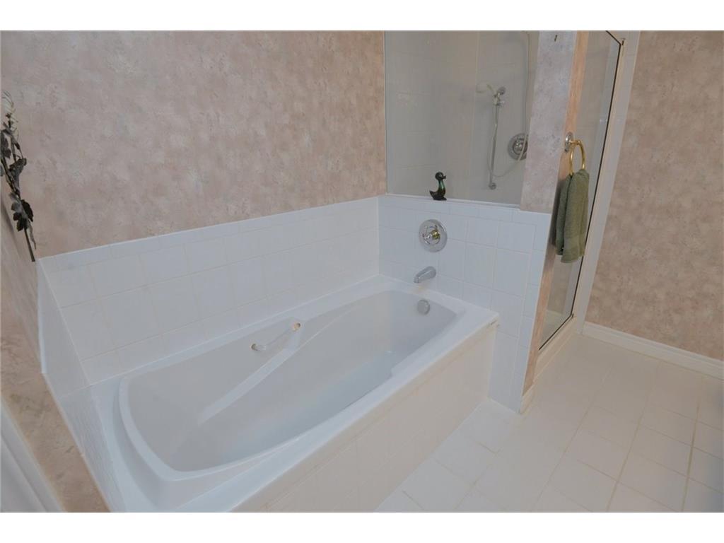404-77 Governor's Road - Master Bathroom