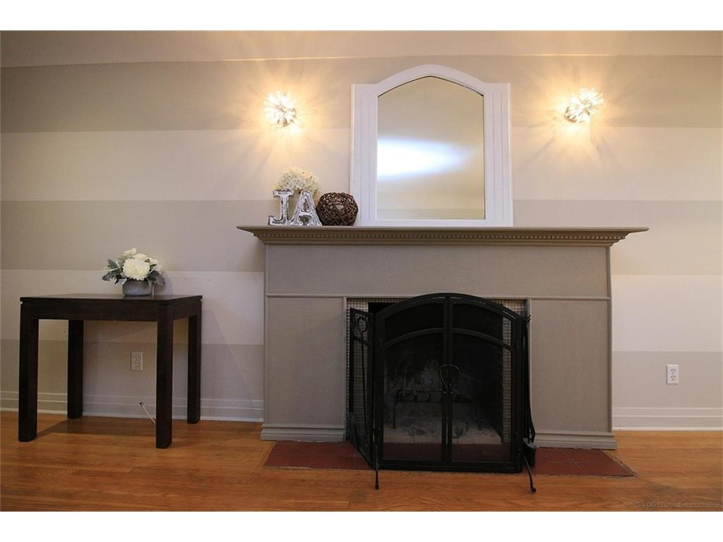 17 Carrington Court - Fireplace in Living Room/Dining Room