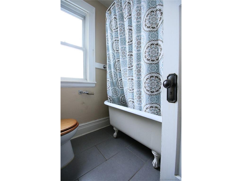 22 Cope Street - Bathroom