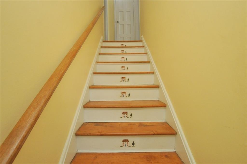 180 HADDON Avenue S  - Staircase