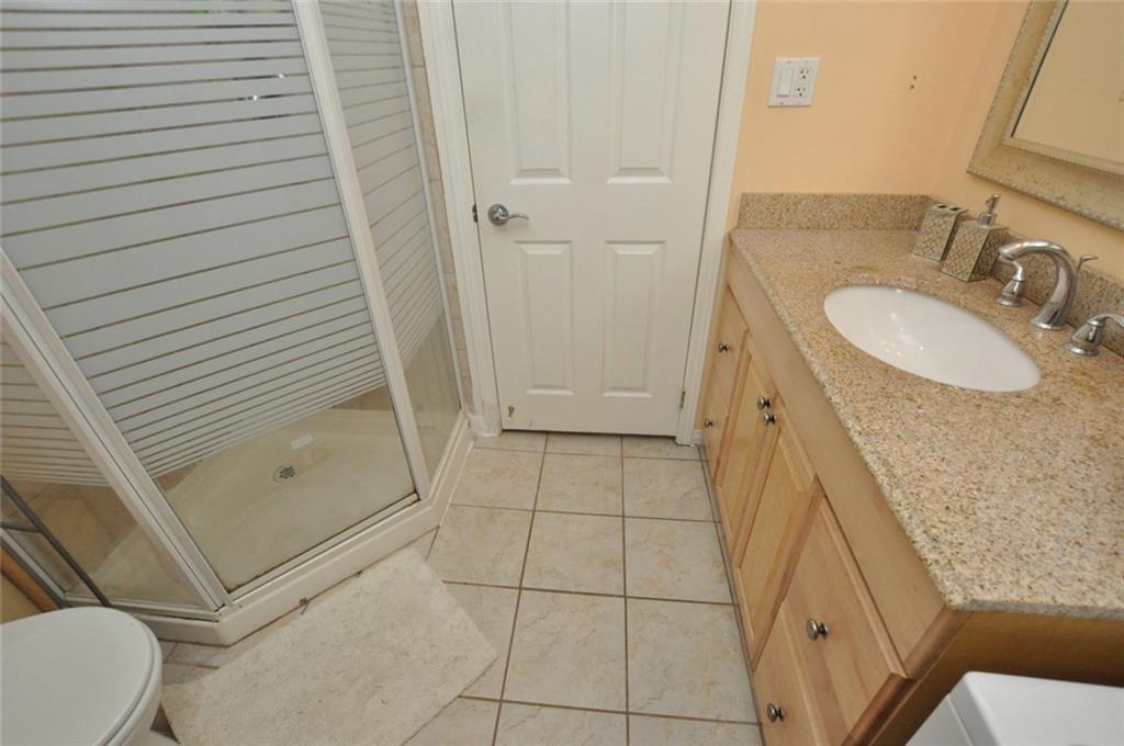 180 HADDON Avenue S  - Lower Bath
