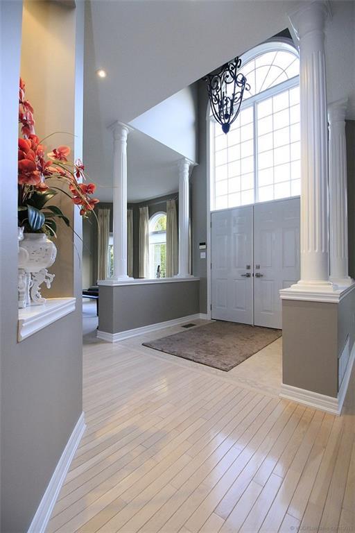 110 Stonehenge Drive - Foyer