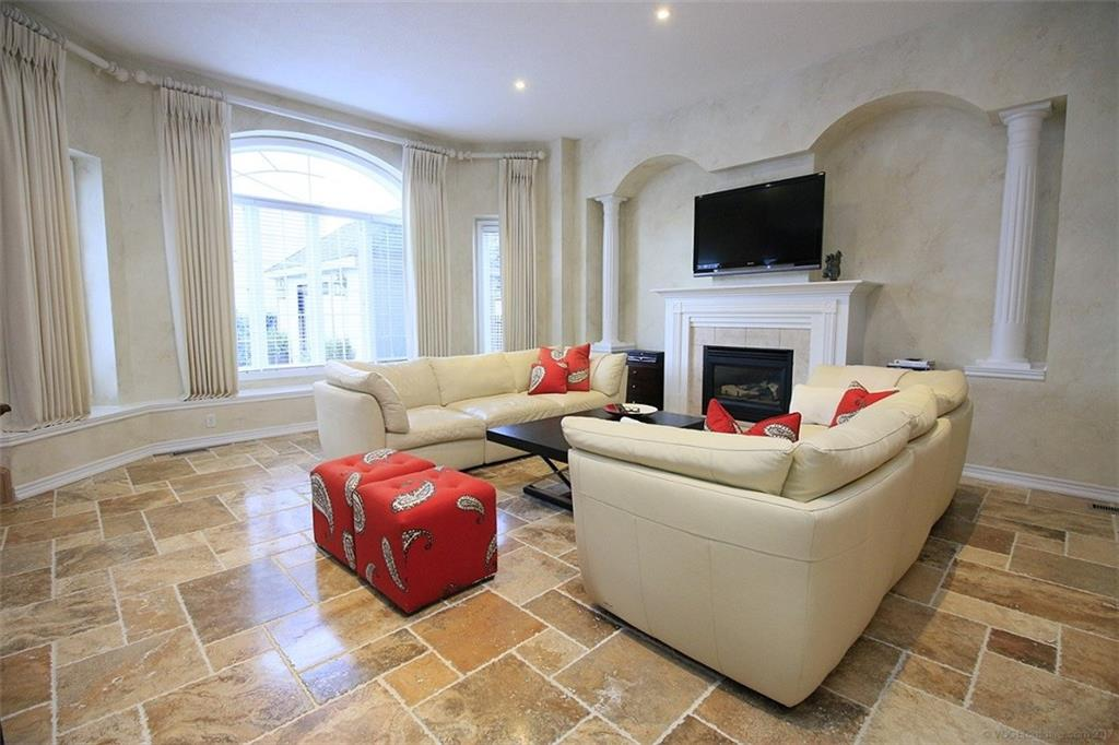 110 Stonehenge Drive - Living Room