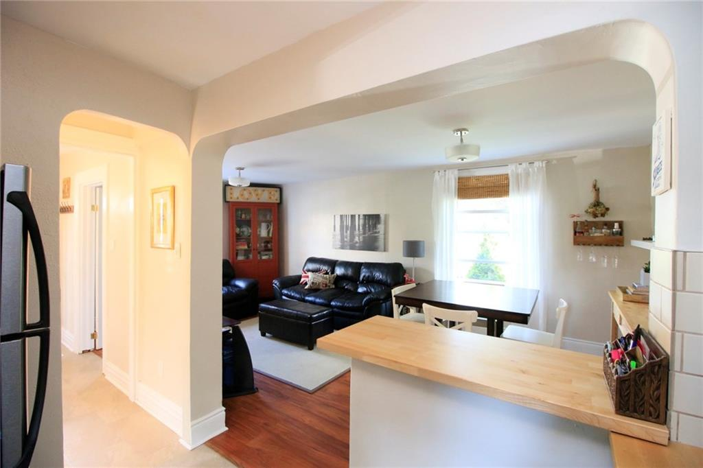 73 Peter Street - Living Room / Dining Room
