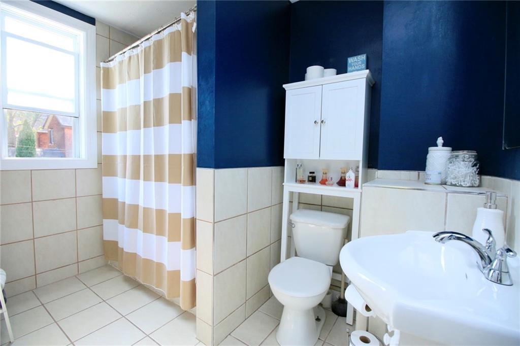 73 Peter Street - Bathroom