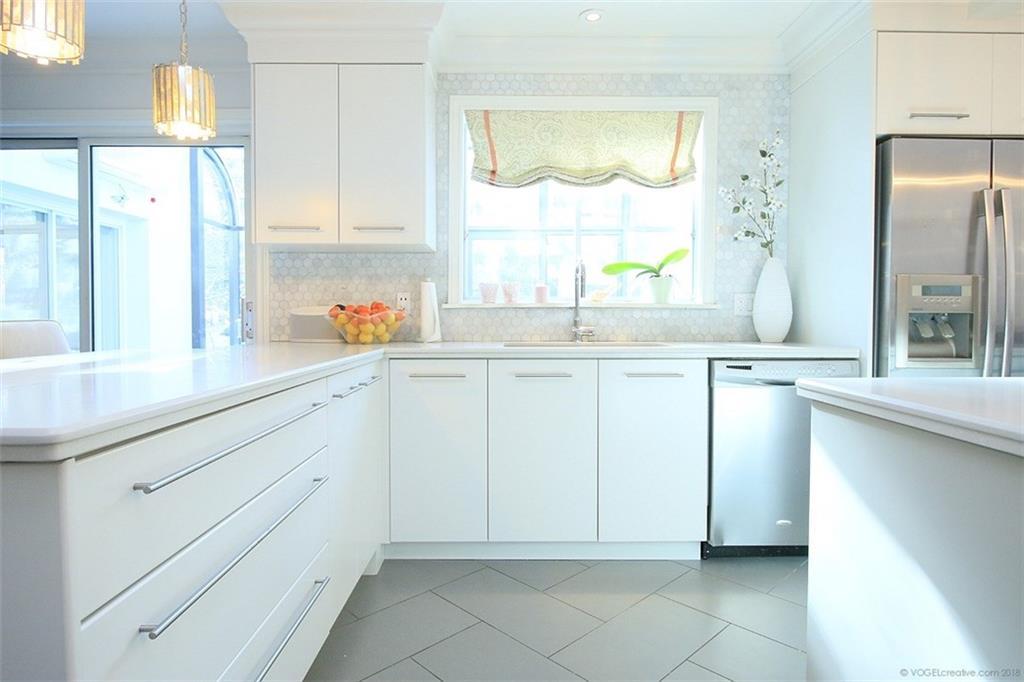 190 Jerseyville Road W  - Eat In Kitchen
