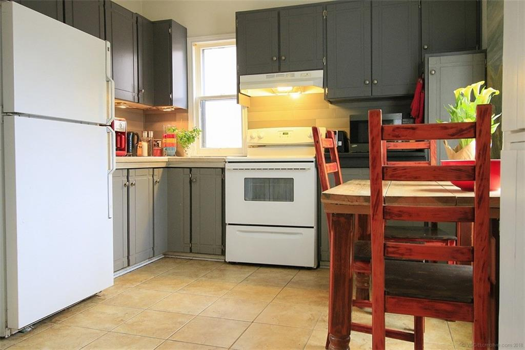226 Caroline Street S  - Kitchen