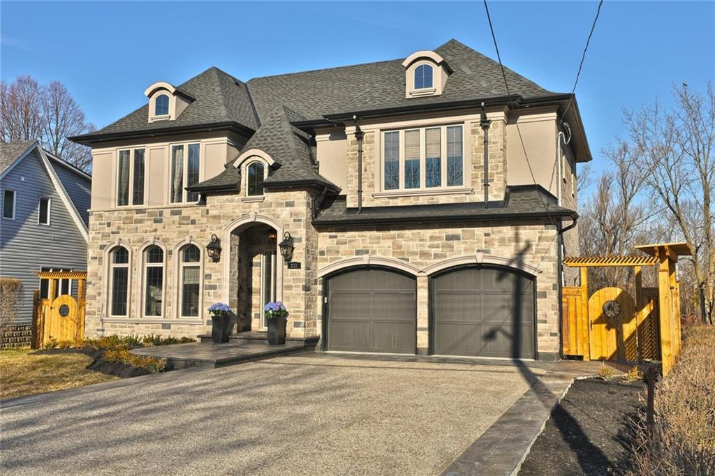 Photo of: MLS# H4022836 731 Montgomery Drive, Ancaster |ListingID=404