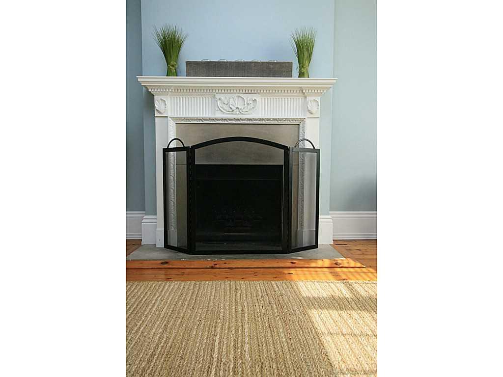 48 Aberdeen Avenue - Living Room.