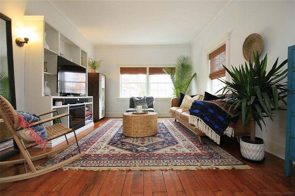 4329 Ontario Street - Living Room