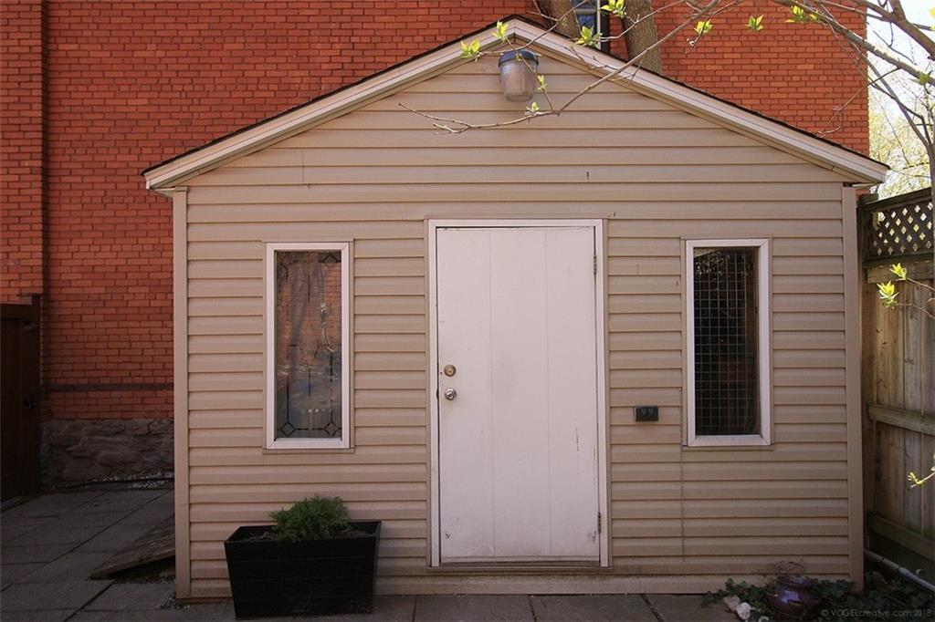 135 Catharine Street S  -