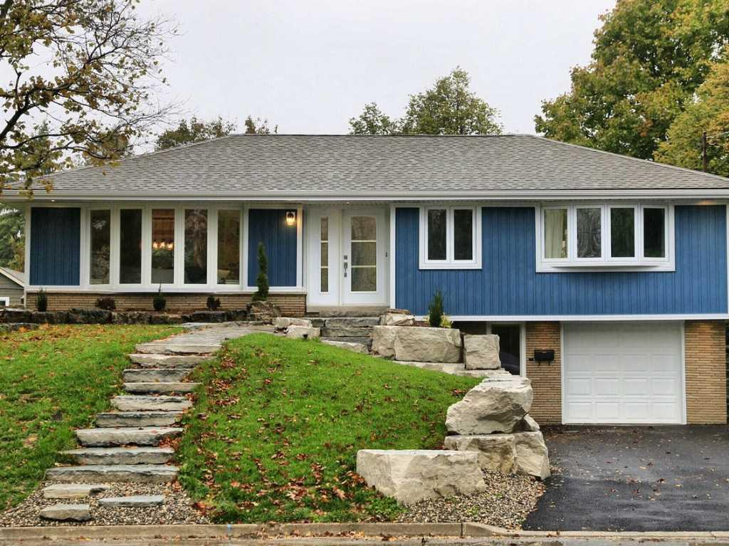 Photo of: MLS# H4030204 31 Brentwood Drive, Dundas