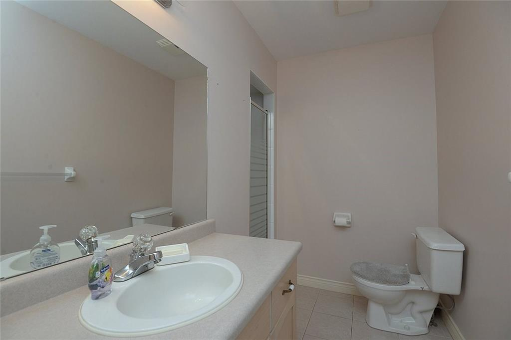14-60 Dundas Street - 3pc bath located between front bedroom and kitchen
