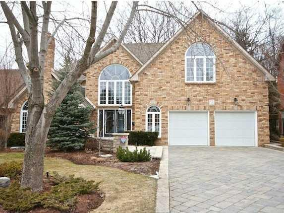 Photo of: MLS# H4039729 15 Oldoakes Place, Ancaster